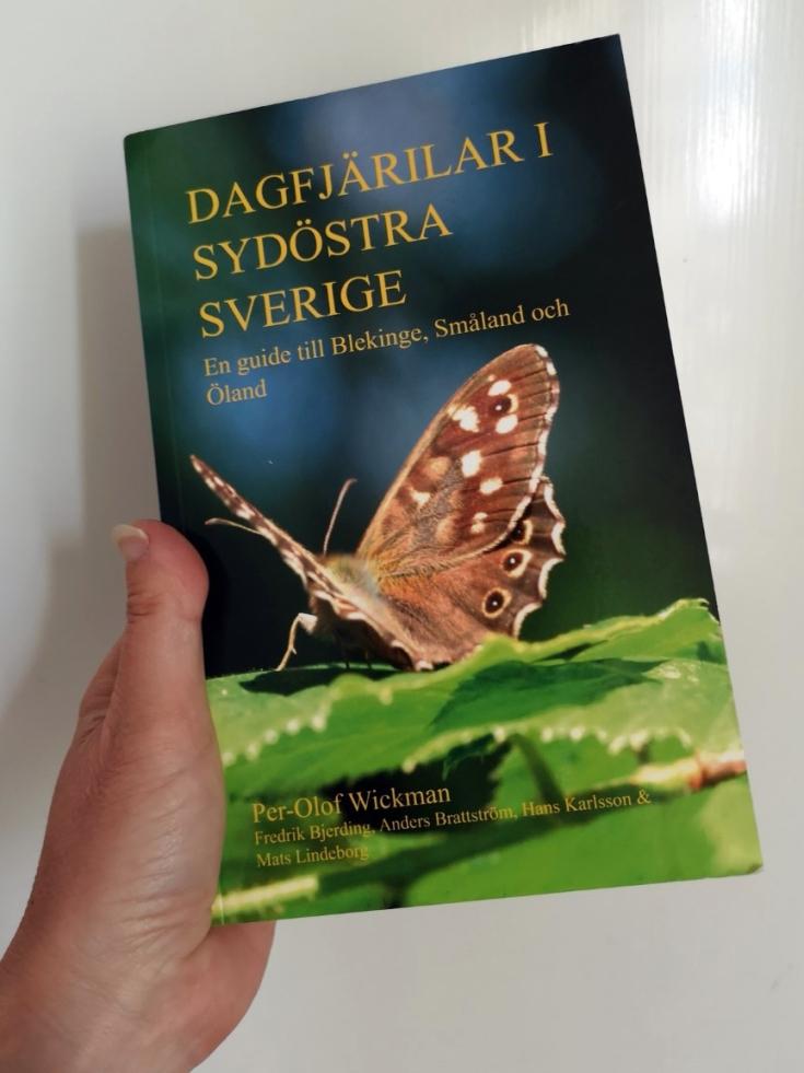 """""""Dagfjärilar i sydöstra Sverige"""" fick jag i kombinerad födelsedagspresent/morsdagspresent av min snart 12-åriga dotter."""