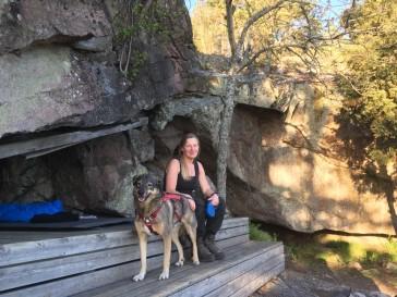 Jag och en av mina hundar vid det fantastiska vindskyddet