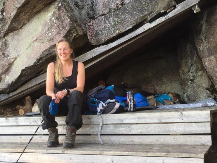 """Vindskyddet är byggt """"direkt i berget"""" vilket gör att det känns som en liten grotta"""
