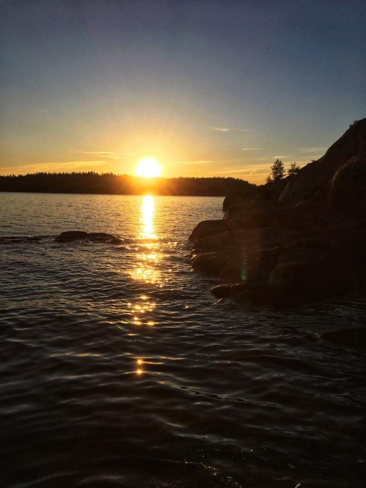 Solnedgången bevittnade vi från några klipphällar strax nedanför vindskyddet