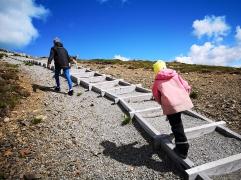 Kul att gå i trappor i fjällen tyckte 5-åringen
