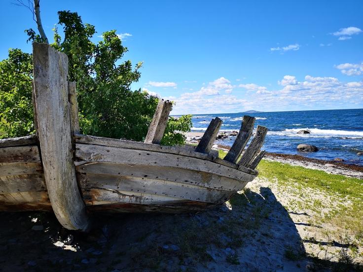 Vacker båt längs vår väg